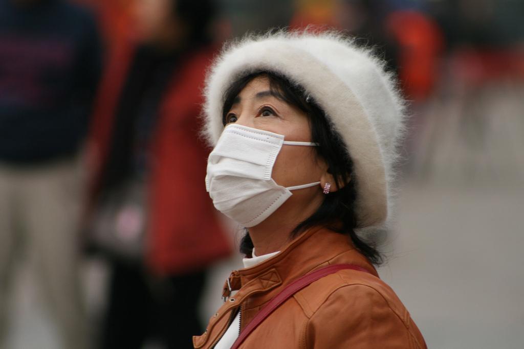 china-smog-mask-looking-up-flickr.jpg