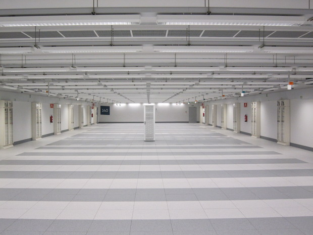 8-empty-room.jpeg