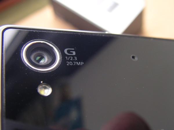 20.7 megapixel camera and flash