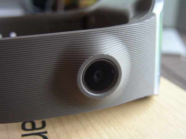 Camera on the front of the Gear band