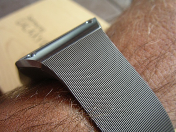 Side view of the mocha gray model