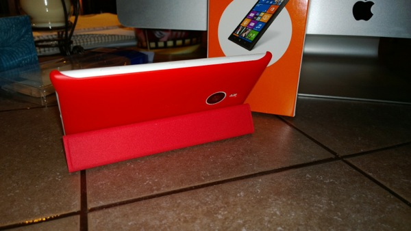 Protective cover propping up the Lumia 1520
