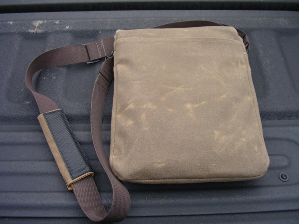 WaterField Designs Muzetto Outback vertical messenger bag