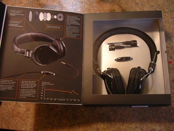 Opening the RHA 950i headphones