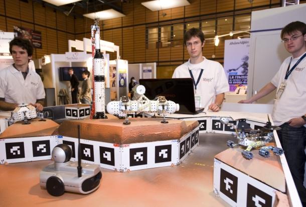 40154266-3-robot-racing-maze-610-412.jpg