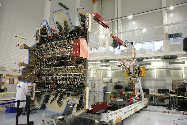 40153847-1-1-satellite-build-eads.jpg