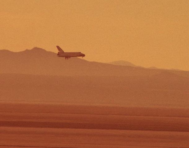 Shuttle landing in desert
