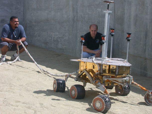 Nasa engineers work on Spirit replica