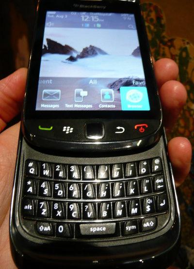 40153680-3-blackberrytorch6.jpg