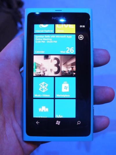 Nokia Lumia 800 display