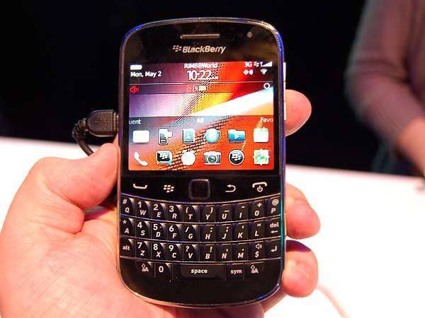 BlackBerry Bold 9900 looks