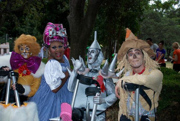 mardi-gras-the-wizard-of-optus-photos1.jpg