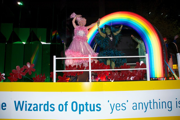mardi-gras-the-wizard-of-optus-photos5.jpg