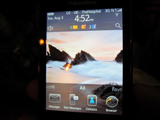 blackberrytorch1.jpg
