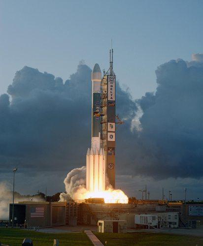 Dawn probe blasts off
