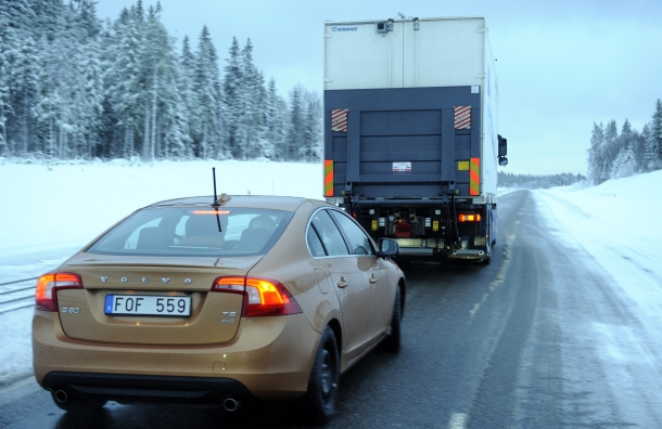 Sartre road test picture 1 - car follows lorry
