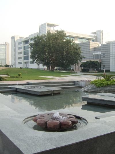 40153852-1-noida-hcl-campus-pic1a.jpg