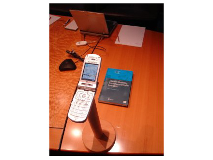 photos-thin-client-phone-becomes-pocket-supercomputer1.jpg