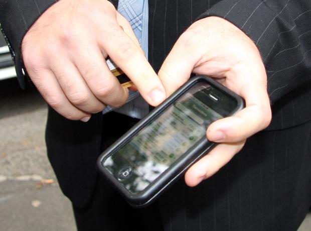 anz-trials-iphone-payment-app-photos1.jpg