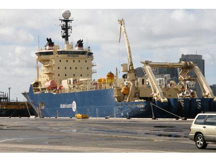 photos-telstras-undersea-fibre-optic-cable1.jpg