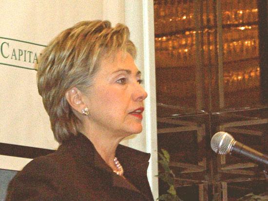 Photo: Sen. Clinton advocates energy reform