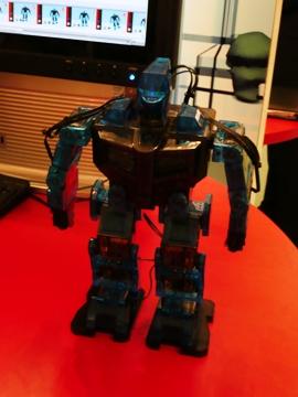 40152382-1-robot1.jpg