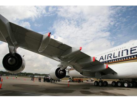 photos-airbus-a380-takes-off2.jpg