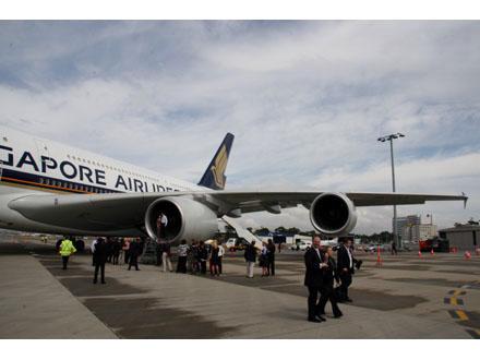 photos-airbus-a380-takes-off19.jpg