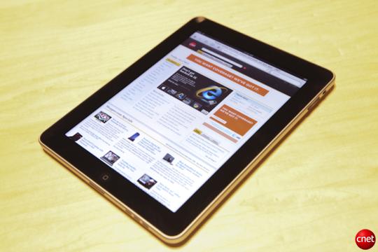 Apple iPad tablet helps company post record profits