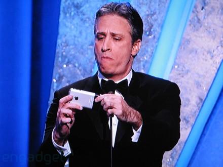 john-stewart-iphone-oscars.jpg
