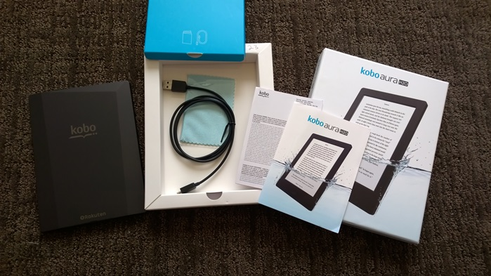 Kobo Aura H2O retail package and contents