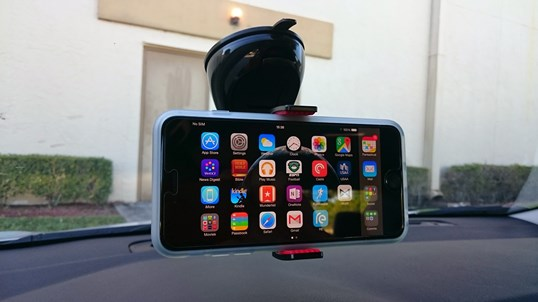 Montar Universal car mount with iPhone 6 Plus