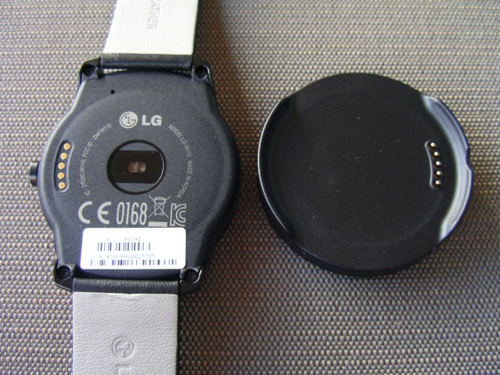 Back of the LG G Watch R and dock