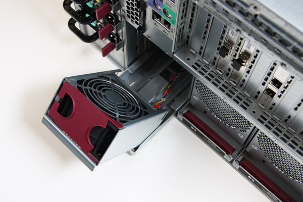 Removable fans at the rear of the HP Proliant DL785