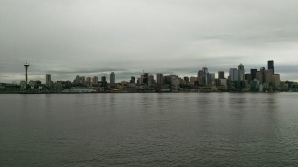 HTC One M9: Seattle skyline