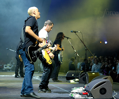 Dreamforce 2008, Foo Fighters on stage (photo by Michael Krigsman)
