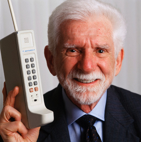 Martin Cooper's cell phone (1973)