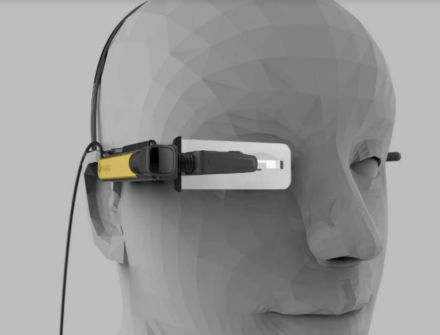 Lenovo New Glass C200 covers one eye