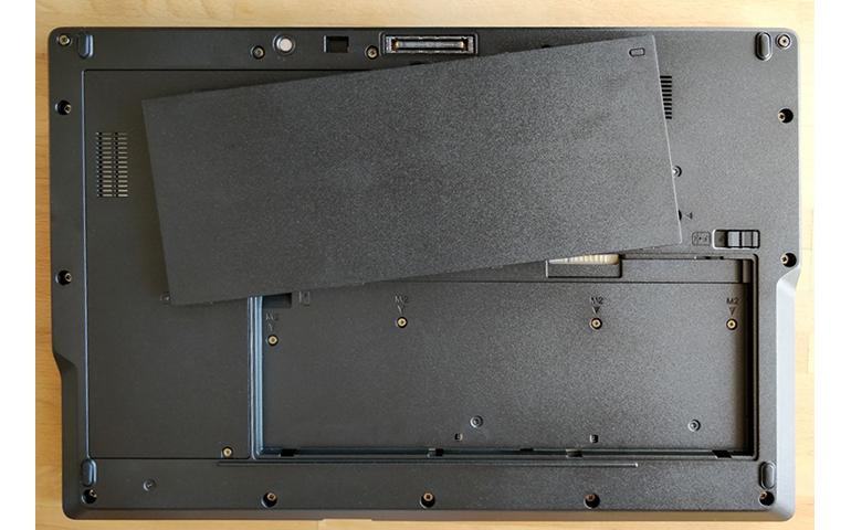 fujitsu-lifebook-e558removable-battery.jpg