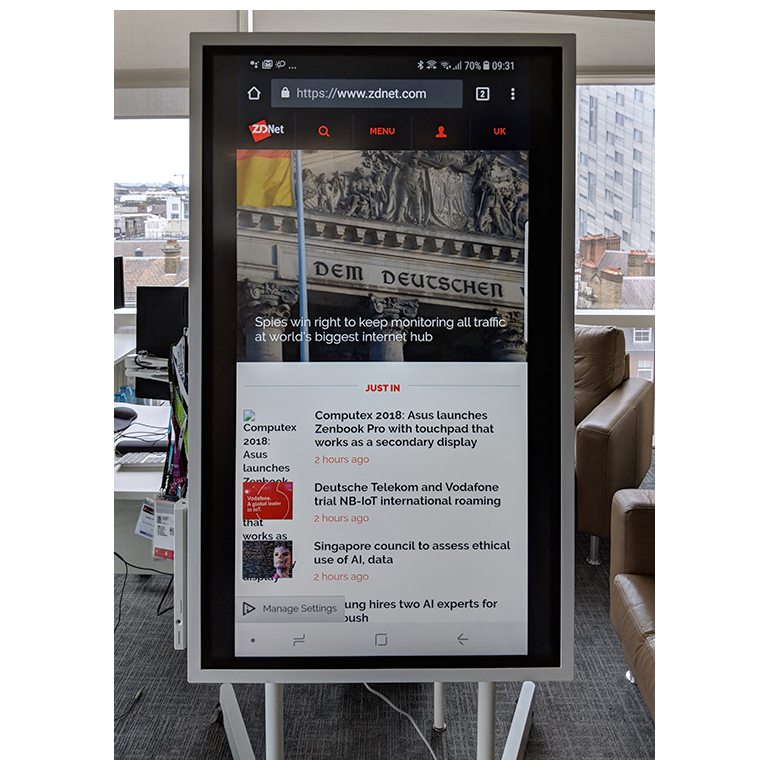 samsung-flip-big-phone.jpg