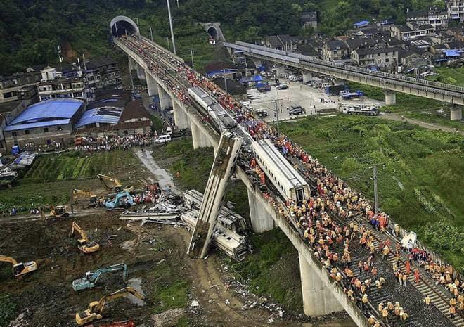 china-train-crash.jpg