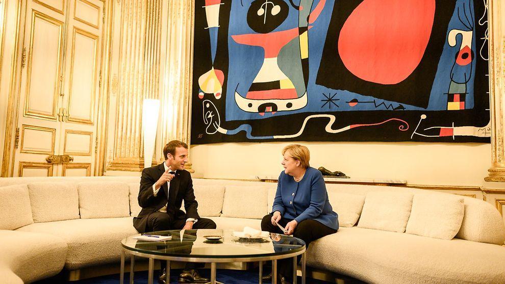 2019-10-13-merkel-macron-paris-photo-credit-bundesregierung-denzel.jpg