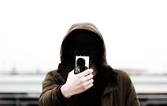 Locked phones still spy on you