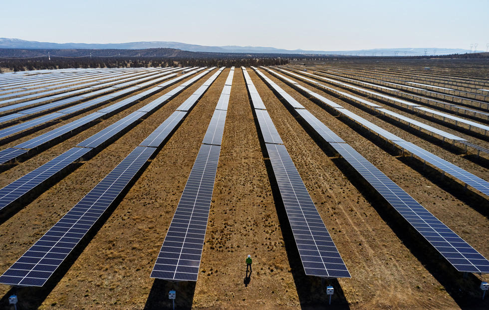 apple-commits-100-percent-carbon-neutrality-for-supply-chain-and-products-by-2030-solar-farm-07212020-big-jpg-large.jpg