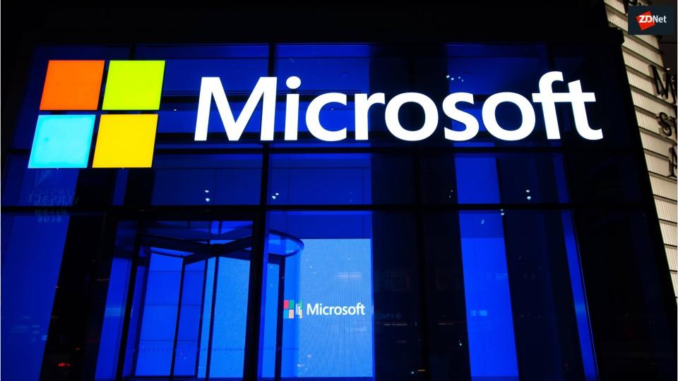 microsofts-surface-duo-dualscreen-androi-5f1f3d057e8c350ae07dd862-1-jul-28-2020-15-24-20-poster.jpg