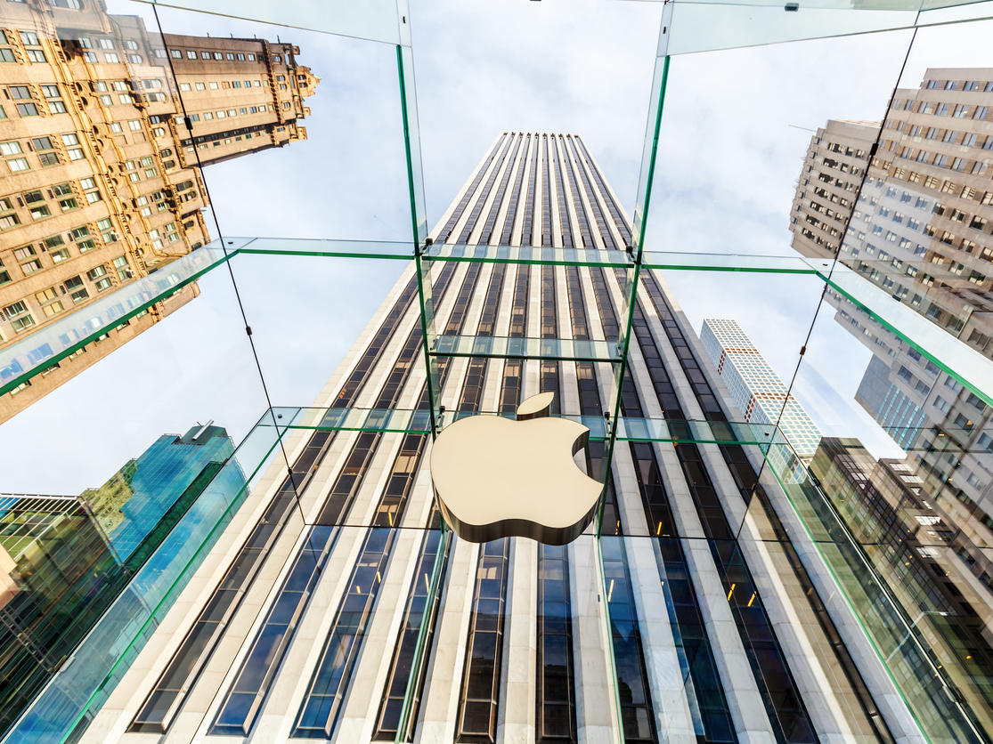 Apple store at 5th Ave in Manhattan, NYC