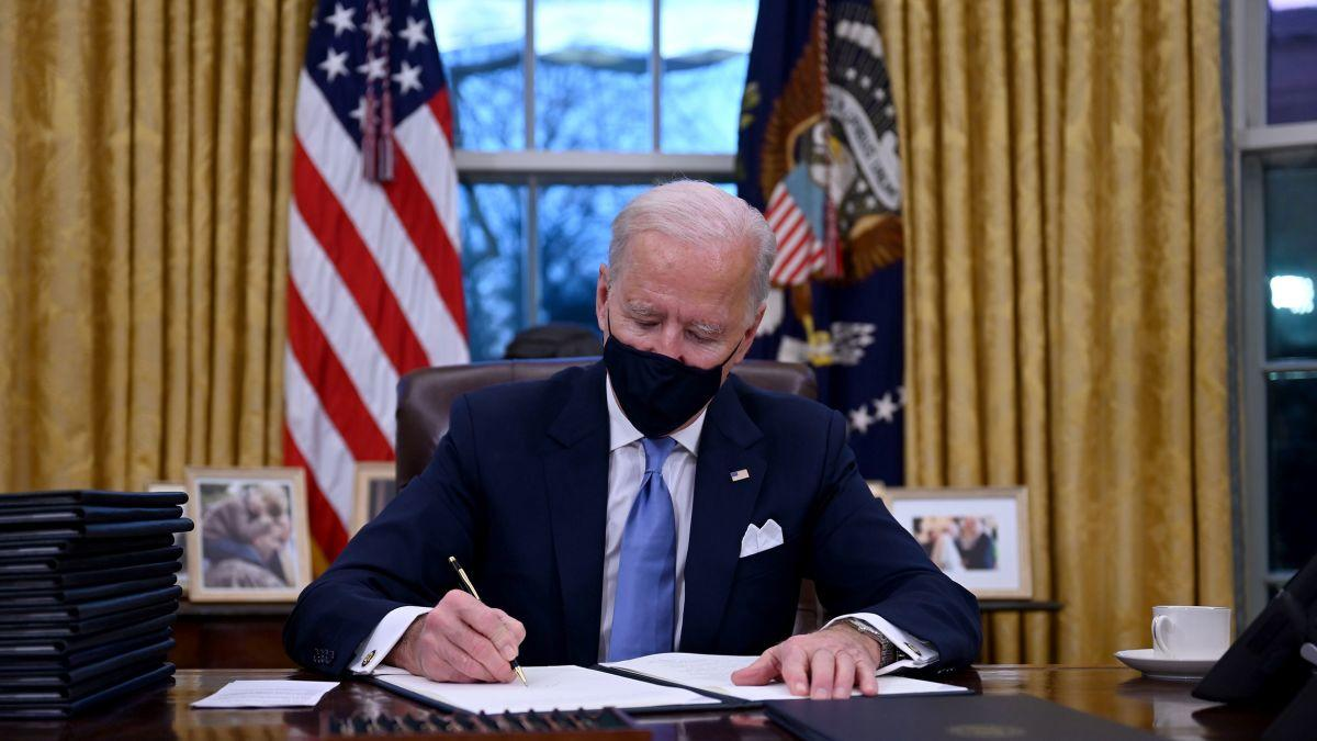 https-cdn-cnn-com-cnnnext-dam-assets-210120202424-03-biden-executive-order-0120.jpg