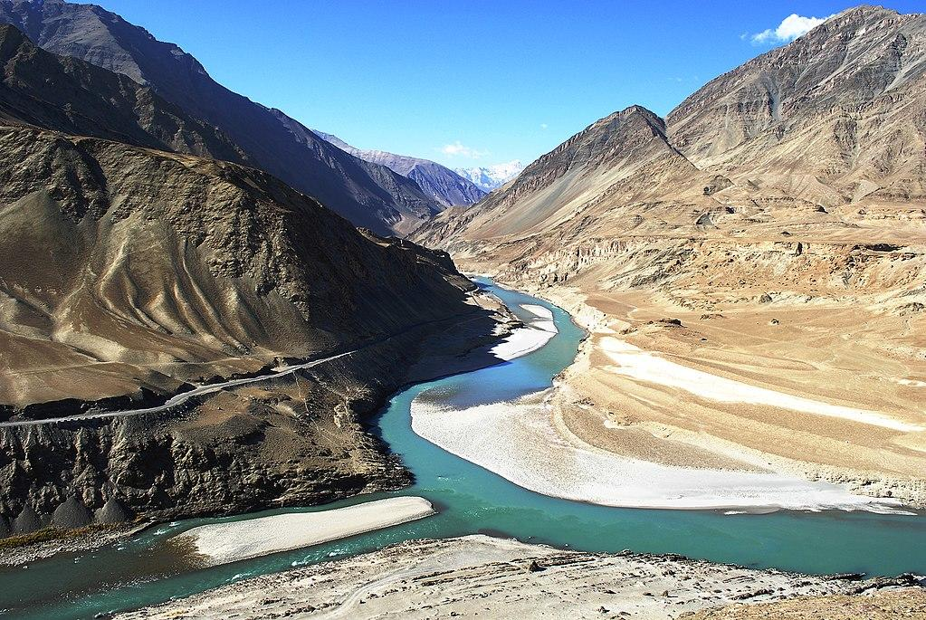 1024px-13-10-08-217-confluence-of-indus-river-n.jpg