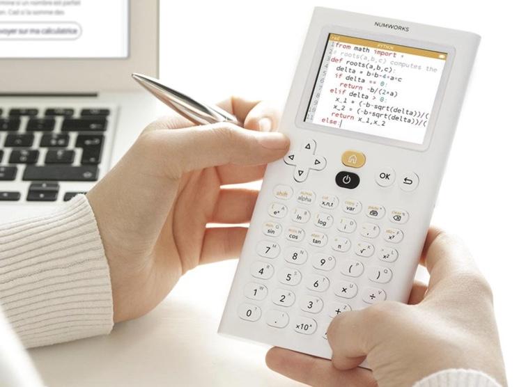 Calculatrice graphique NumWorks: Oui, les calculatrices existent toujours, et elles fonctionnent avec Python