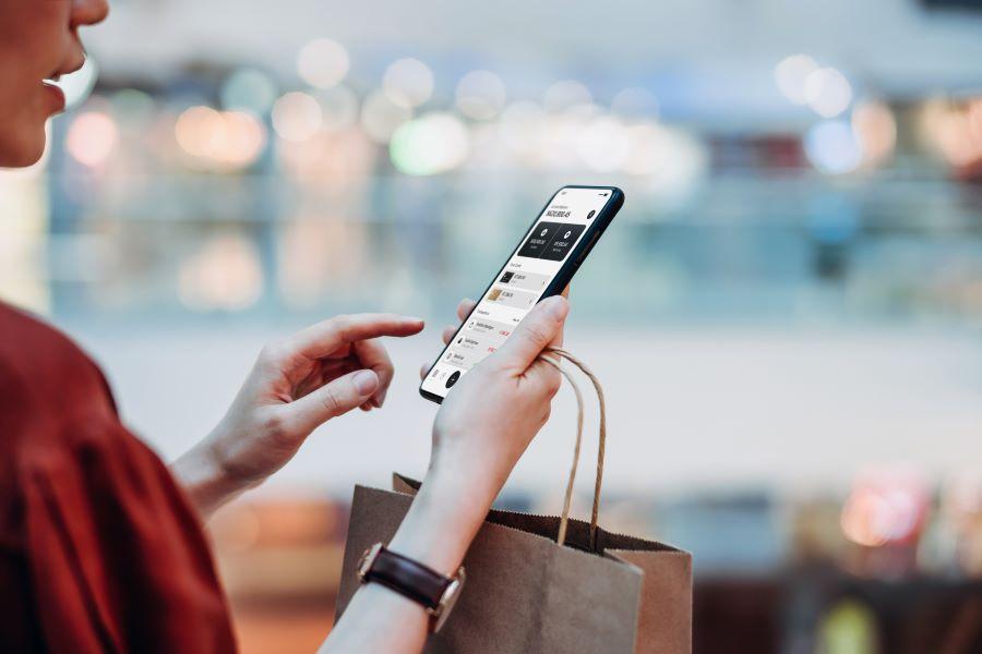 mobile-ecommerce-online-shopping-consumer-retail.jpg